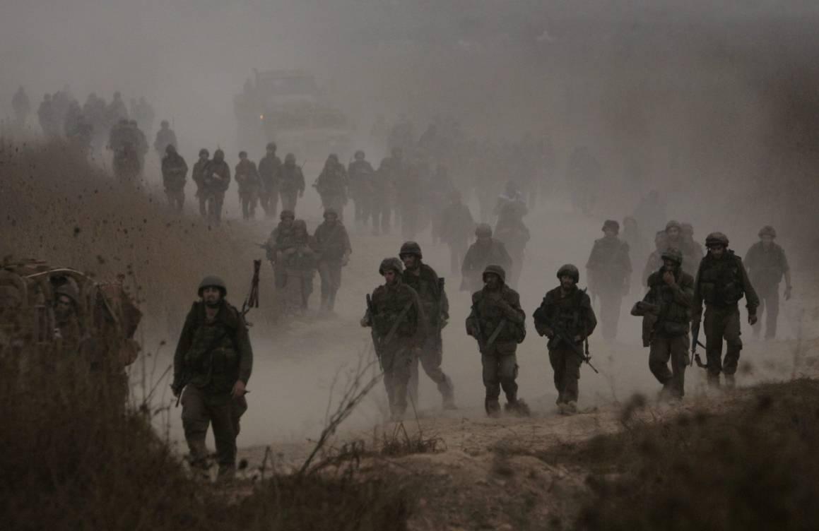 Israelske soldater forlater libanesisk territorium etter at Israel og Hizbollah har inngått våpenhvile 15. august 2006. Foto: REUTERS/Eliana Aponte